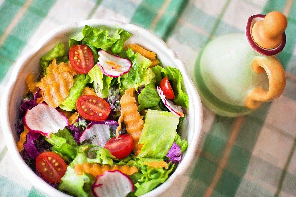 Tudatos táplálkozás és növényi alapú étrend.