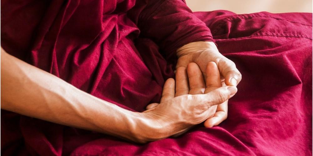metta-meditacio-elonyei, meditáció kezek